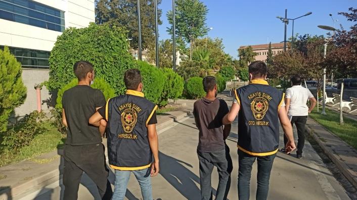 12 ayrı hırsızlık yapan 3 şahıs çıkarıldıkları mahkemece tutuklandı