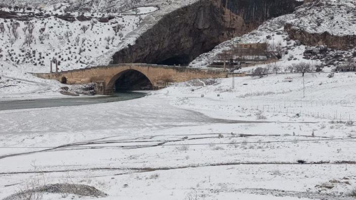 2 Bin yıllık tarihi köprü kar ile bir başka güzel