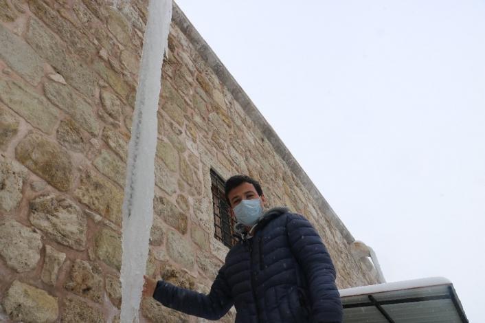 6 metre uzunluğunda buz sarkıtları oluştu