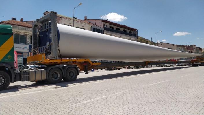 60 metre uzunluğundaki pervaneler böyle taşındı