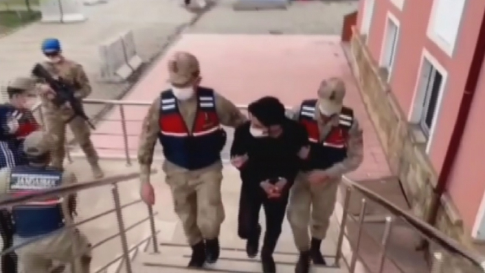 60 yaşındaki kadını `Bıçaklama olayına karıştınız´ diyerek dolandıran şahıslar yakalandı
