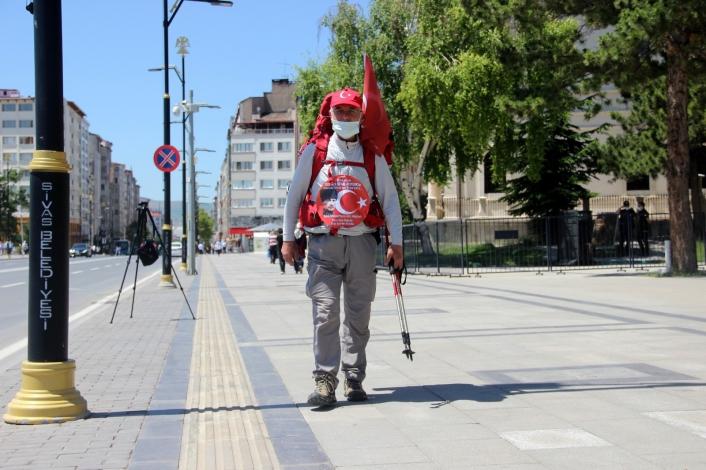 69 yaşında, ´Milli Mücadele´ anısına kilometrelerce yürüyor