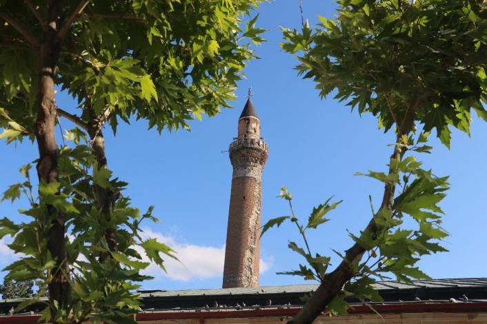 825 yıllık Sivas Ulu Camii´nin restorasyon çalışmalarına eğik minaresinden başlanacak