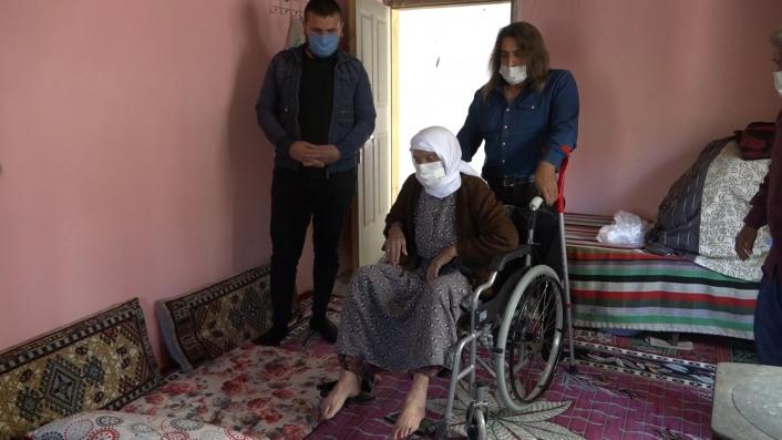 93 yaşındaki ninenin tekerlekli sandalye mutluluğu