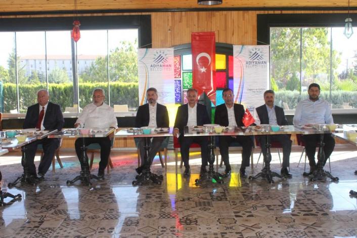 Adıyaman´da AK Partili heyeti basınla bir araya geldi