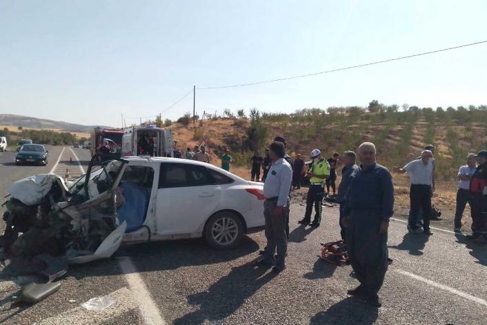 Adıyaman´da iki otomobil çarpıştı: 1 ölü, 2 yaralı