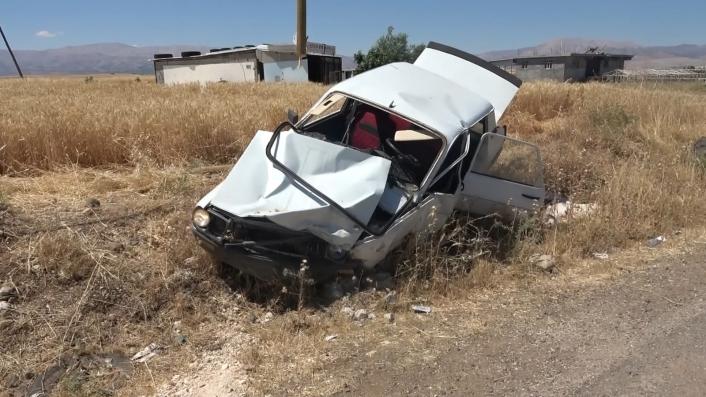 Adıyaman´da iki otomobil çarpıştı: 8 yaralı