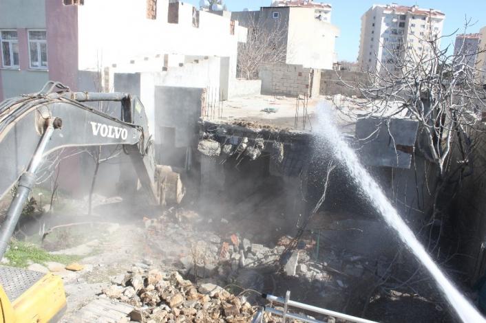 Adıyaman´da kentsel dönüşüm için ilk yıkım yapıldı