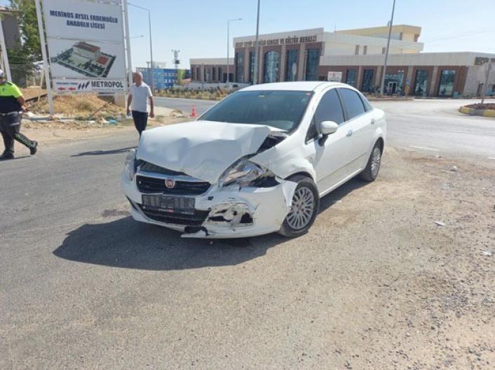 Adıyaman´da otomobil ile minibüs çarpıştı: 5 yaralı