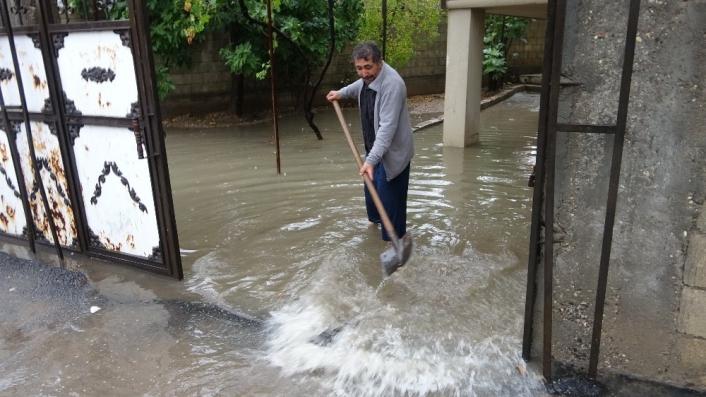 Adıyaman´da yağmur su baskınlarına neden oldu