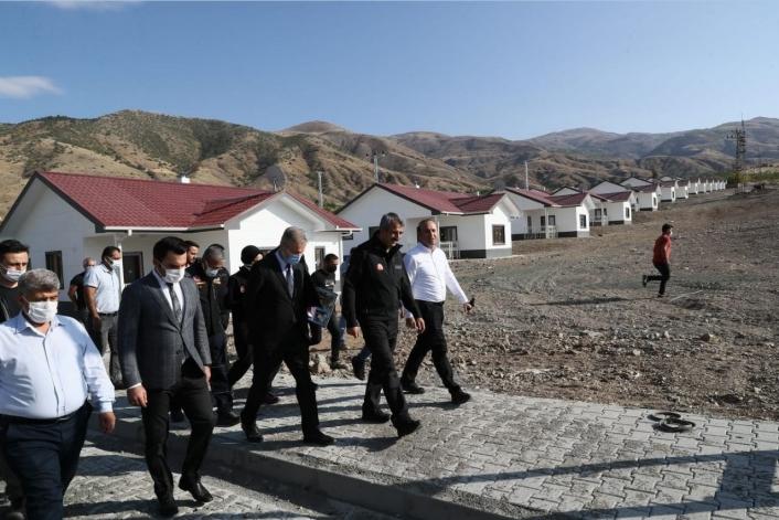 AFAD Başkanı Sezer Elazığ´da afet konutlarını inceledi