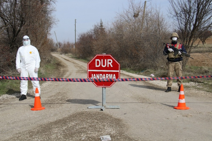 Afrika´dan gelen şahıs 10 kişiye Covid-19 bulaştırdı, köy karantinaya alındı