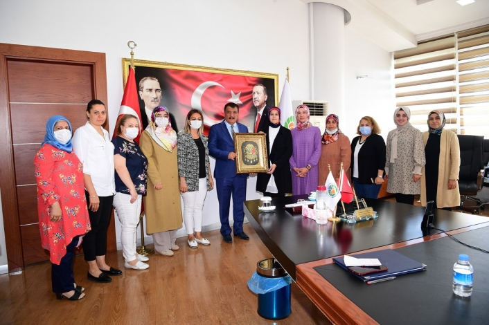 AK Parti Malatya Kadın Kolları´ndan Başkan Gürkan´a ziyaret