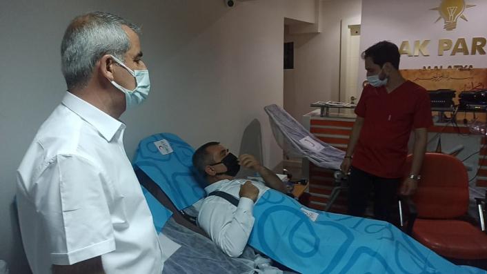 AK Partililerden kan bağışı