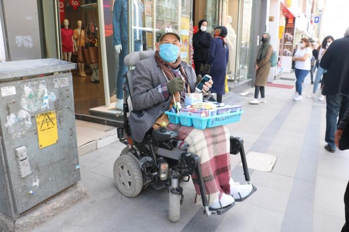 Aküsü biten engelli vatandaşın yardımına onlar koştu