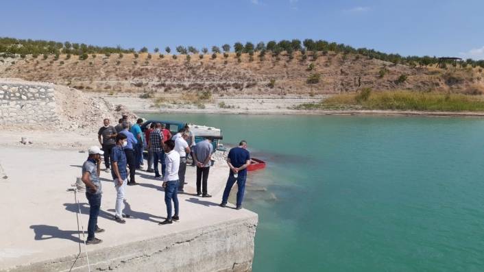 Atatürk Baraj Gölü´ne 300 bin balık yavrusu bırakıldı