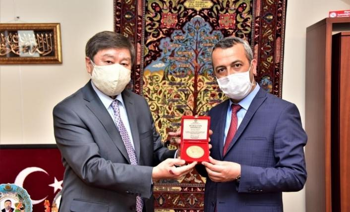 Azerbaycan ve Türksoy´dan Şair Çarboğa´ya ödül
