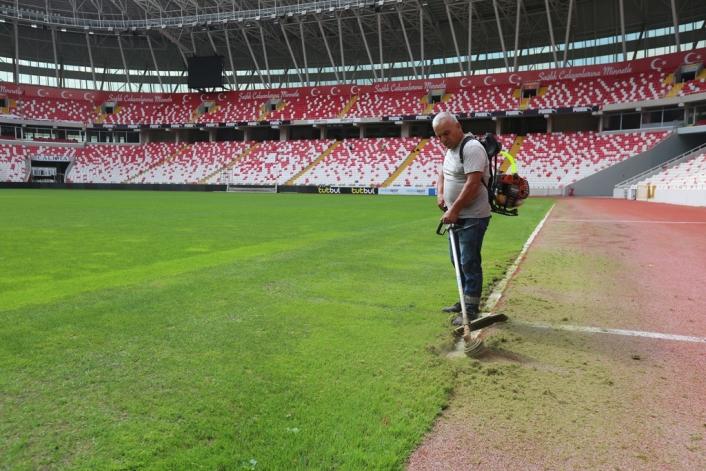 Bahçeşehir Koleji Sivas 4 Eylül Stadyumu temizlendi