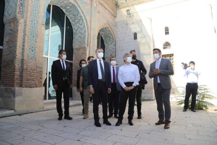 Bakan Yardımcısı Demircan, Battalgazi´deki tarihi yerleri inceledi