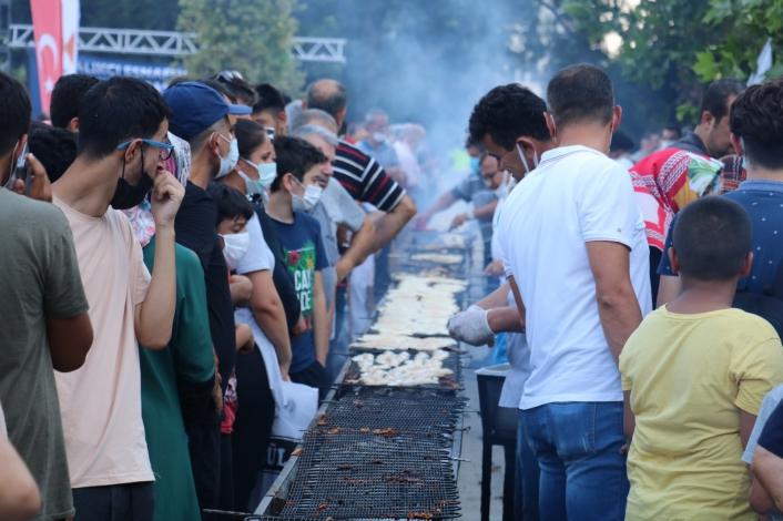 Balık festivalinde 5 bin ekmek arası balık kısa sürede tükendi