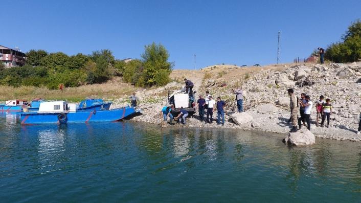 Baraj ve göletlere yavru balık bırakıldı