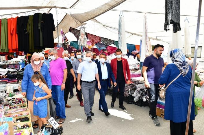 Başkan Çınar, alış veriş yapan vatandaşlarla dertleşti