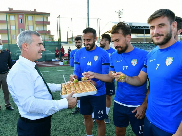 Başkan Çınar´dan Yeşilyurt Belediyespor futbol takımına ziyaret