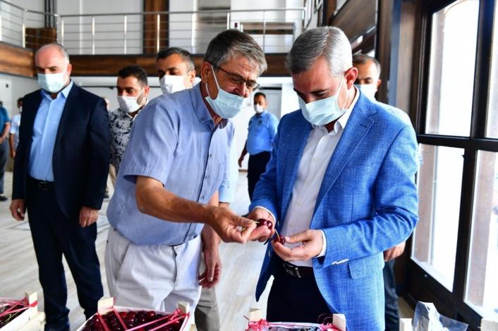 Başkan Çınar, `en iyi kiraz´ ve `en iyi kiraz bahçesi´ yarışmasının jüri heyetiyle bir araya geldi