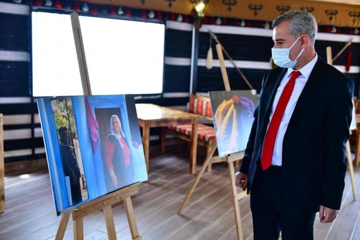 Başkan Çınar, `kadın ve hayat´ fotoğraf sergisini gezdi