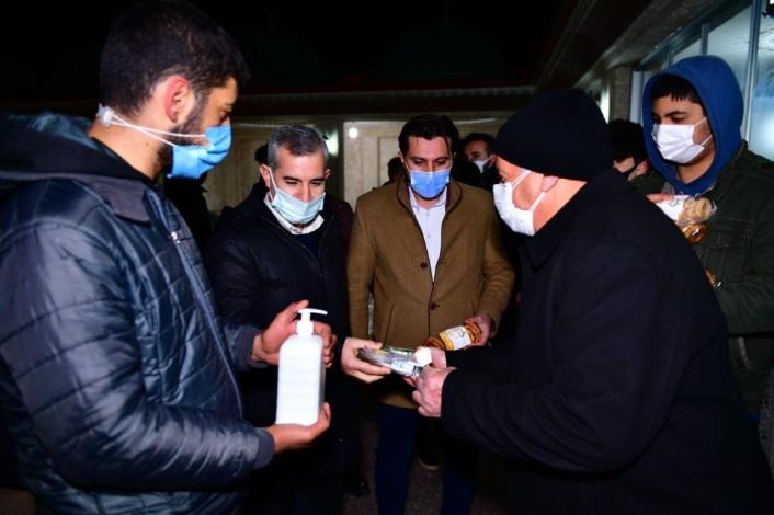 Başkan Çınar, kandil simidi, lokum ve gül suyu dağıttı