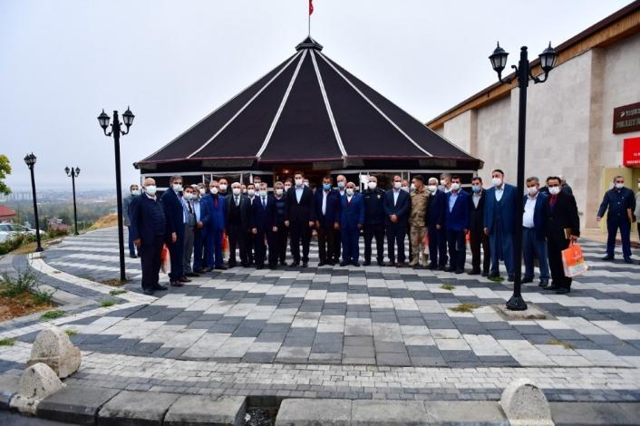 Başkan Çınar, muhtarları oba çadırında ağırladı