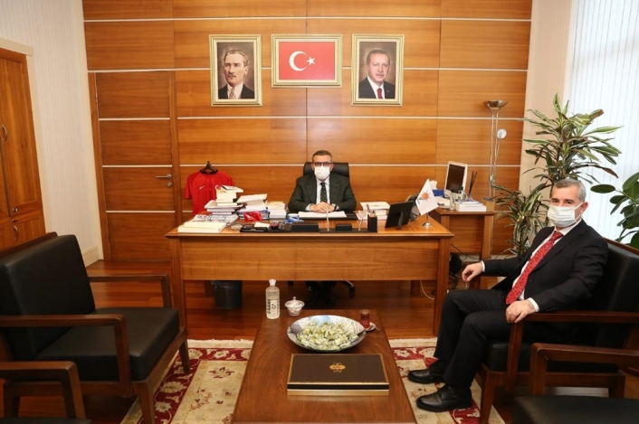 Başkan Çınar, Ünal´ı ziyaret etti
