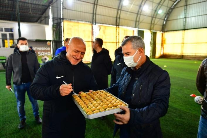 Başkan Çınar, Yeşilyurt Belediyespor´a moral ziyaretinde bulundu