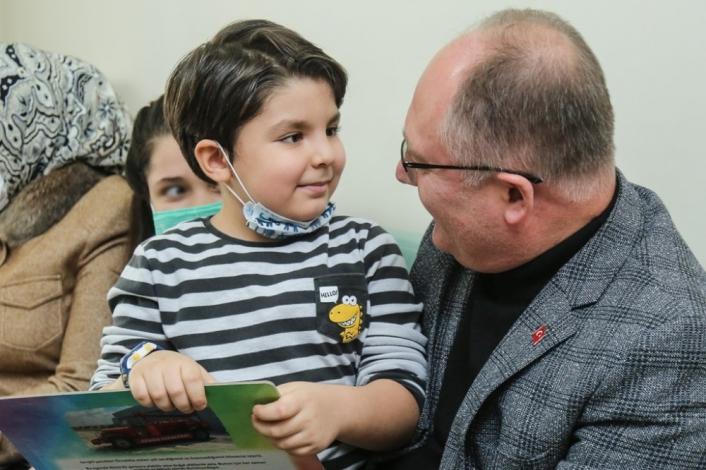 Başkan´dan karne sürprizi, Bilgin 2 bin 500 öğrenciye karne hediyesi verdi