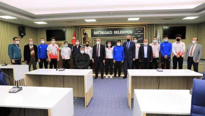 Başkan Güder, genç sporcularla buluştu