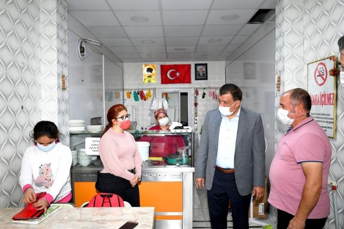 Başkan Gürkan Hekimhan´da esnaf ve vatandaşlarla bir araya geldi