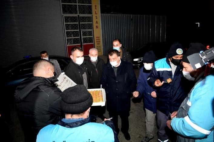 Başkan Gürkan yeni yıla görevi başında giren personelleri ziyaret etti
