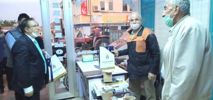 Başkan Kazgan´dan esnafa maske ve Türk bayrağı