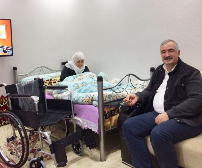 Başkan Turanlı´dan yaşlı engelli anneye sürpriz ziyaret