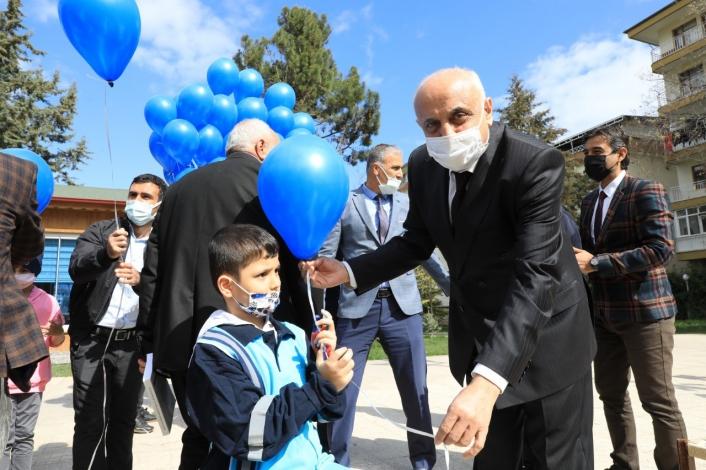 Battalgazi´de mavi balonlarla otizm farkındalığı
