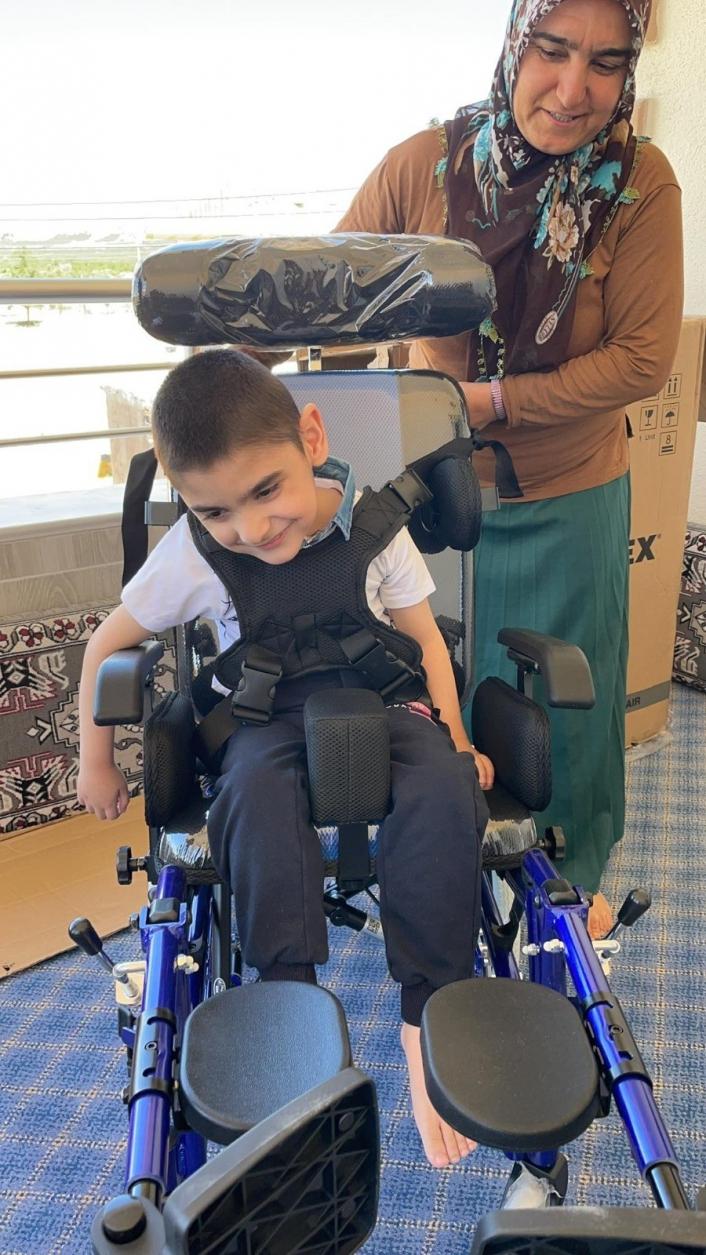 Bedensel engelli Yusuf´un tekerlekli sandalye sevinci