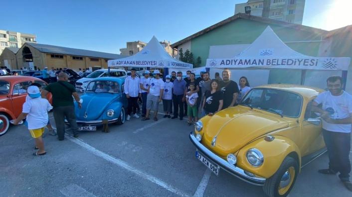 Belediyeden su tasarrufu temalı klasik araç festivali