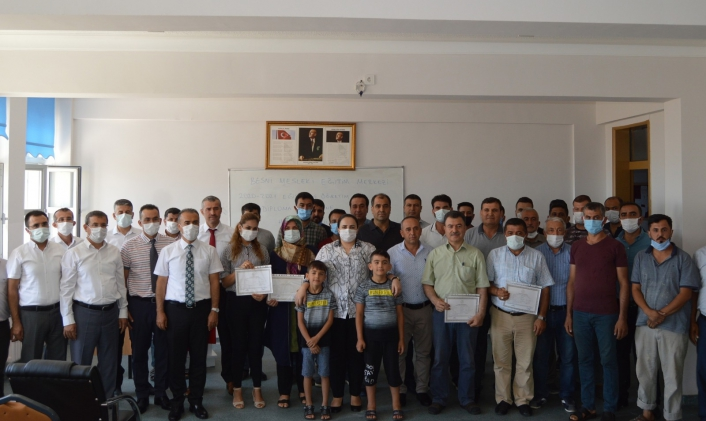 Besni´de mesleki eğitim merkezi kursiyerleri diplomalarına kavuştu