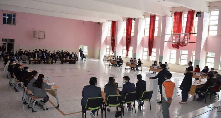 Besni´de ortaokullar arası bilgi yarışması