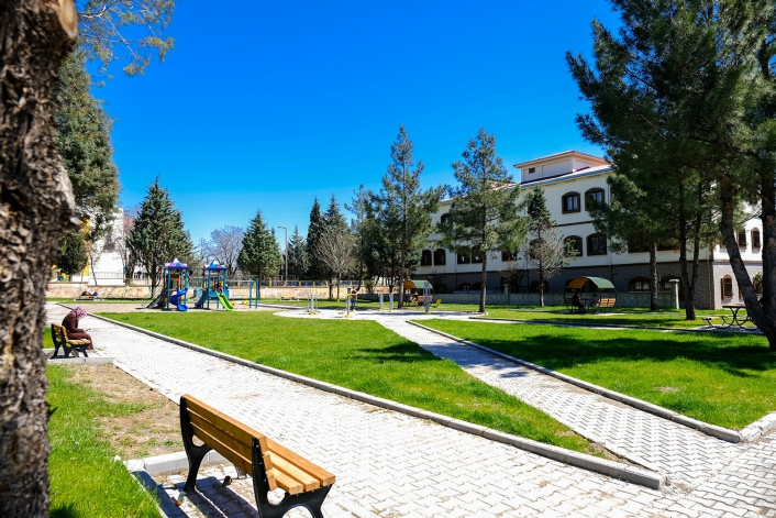 BM ortaklığı ile yenilenen iki park hizmete açıldı