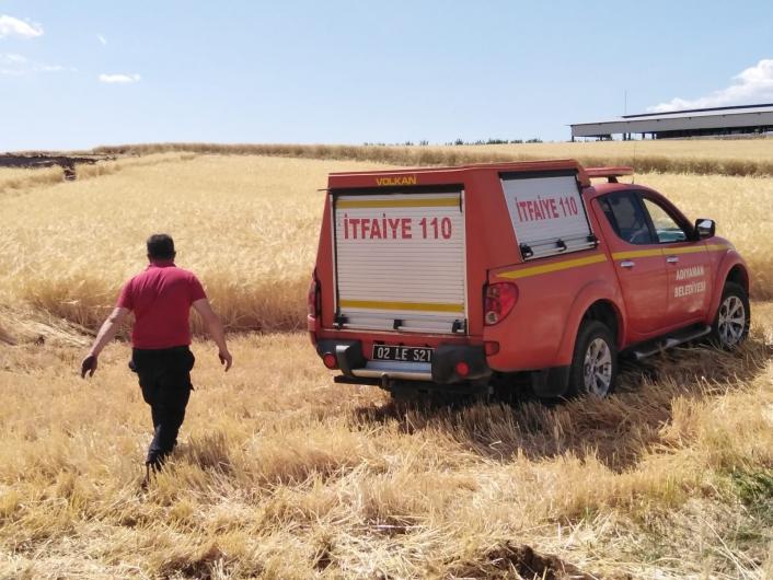 Buğday ve arpa tarlalarında korkutan yangın