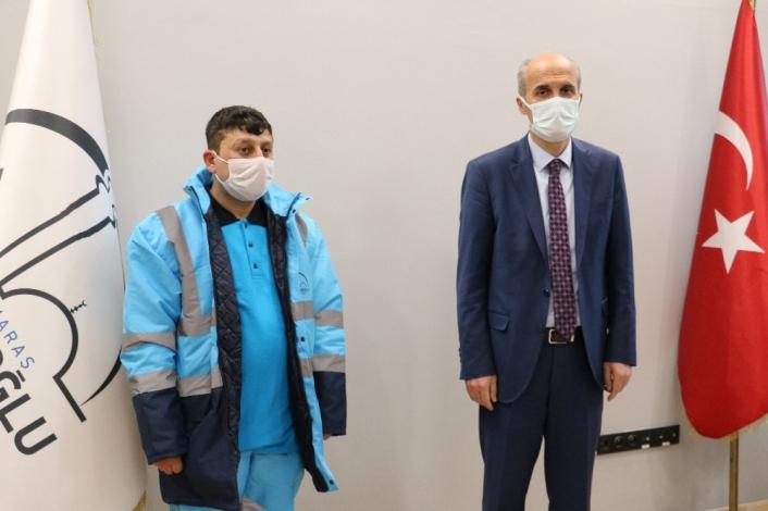 Bulduğu 50 bin lirayı teslim eden temizlik görevlisi ödüllendirildi