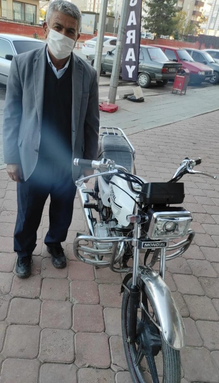 Çalıntı motosikleti internette satmak isterken JASAT´a yakalandılar