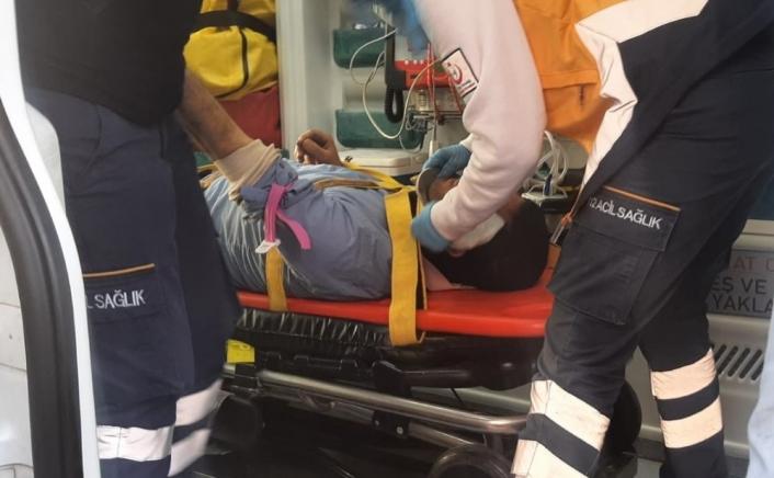 Çatı sökerken düşen işçi yaralandı