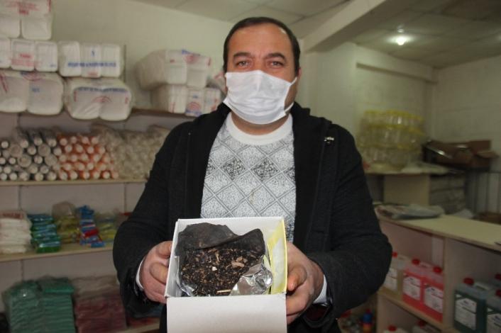 Çay paketinden hayvan gübresi çıktı